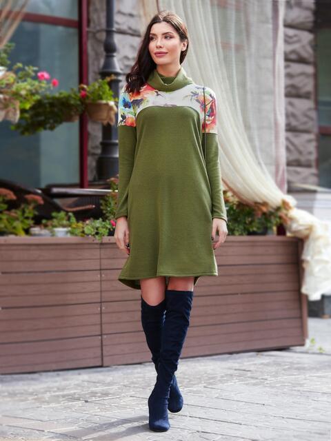 Платье цвета хаки с принтованной кокеткой и воротником-хомут - 17599, фото 1 – интернет-магазин Dressa