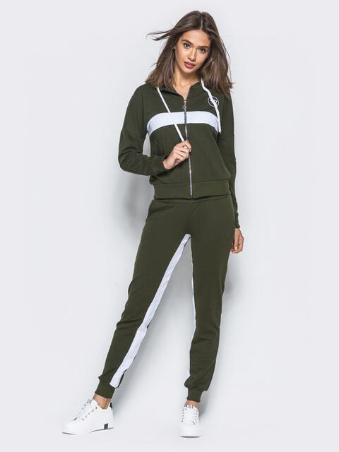 Спортивный костюм зелёного цвета с контрастными полосами на кофте и на брюках - 16519, фото 1 – интернет-магазин Dressa