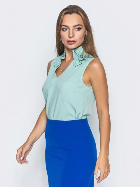 Голубая блузка с v-образным вырезом и оборкой на воротнике - 14311, фото 2 – интернет-магазин Dressa