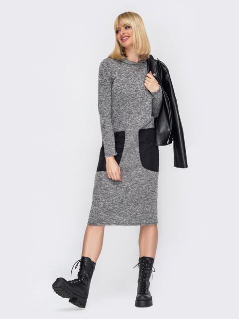 Прямое платье с капюшоном и контрастными карманами серое 53003, фото 1