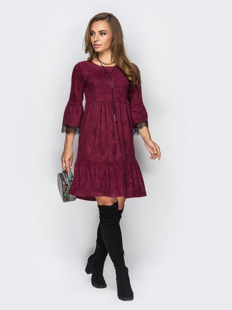 Платье с оборкой по низу и кружевом на рукавах бордовое - 13750, фото 1 – интернет-магазин Dressa