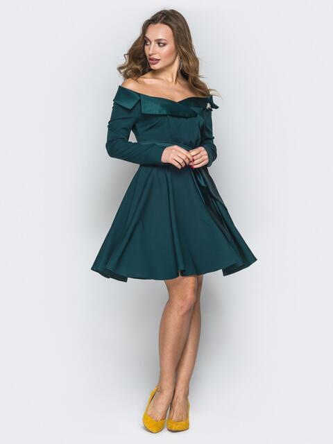 Зеленое платье с открытыми плечами и юбкой-клёш - 19826, фото 1 – интернет-магазин Dressa