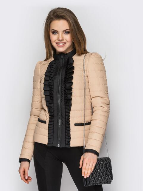 Бежевая куртка с контрастной рюшей на полочке - 12941, фото 1 – интернет-магазин Dressa