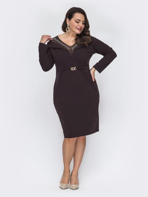 Приталенное платье батал с фатиновой кокеткой коричневое 52075, фото 1