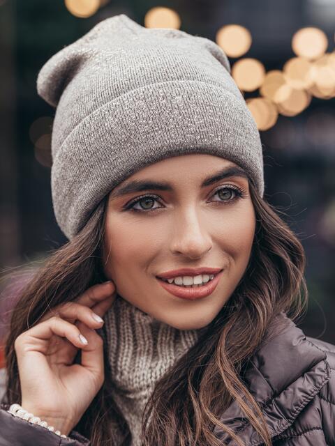 Темно-бежевая шапка-колпак с фольгированным напылением - 15469, фото 2 – интернет-магазин Dressa