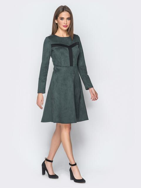 Замшевое платье серого цвета с контрастными вставками на полочке - 18297, фото 1 – интернет-магазин Dressa