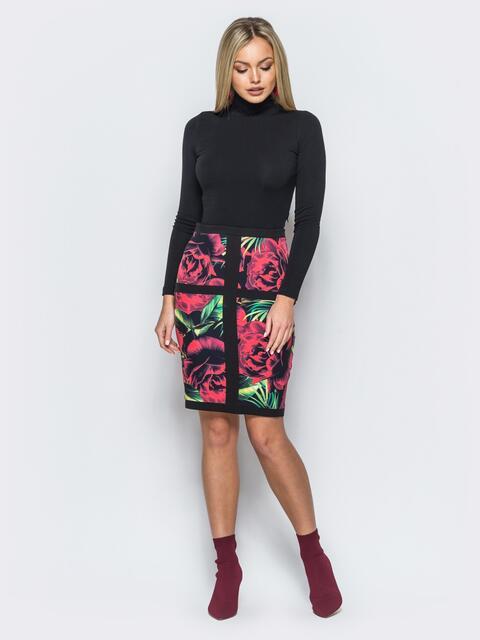 Платье-футляр черного цвета с флористическим принтом - 17592, фото 1 – интернет-магазин Dressa