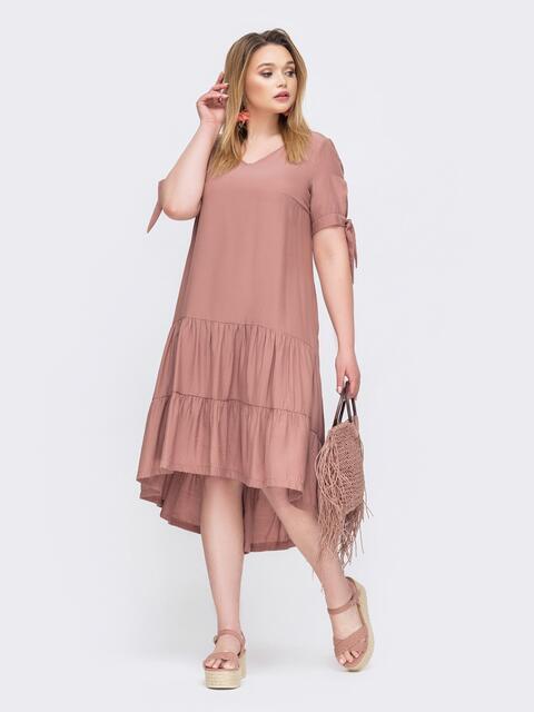 Платье батал с удлиненной спинкой и воланом по низу пудровое 46023, фото 1