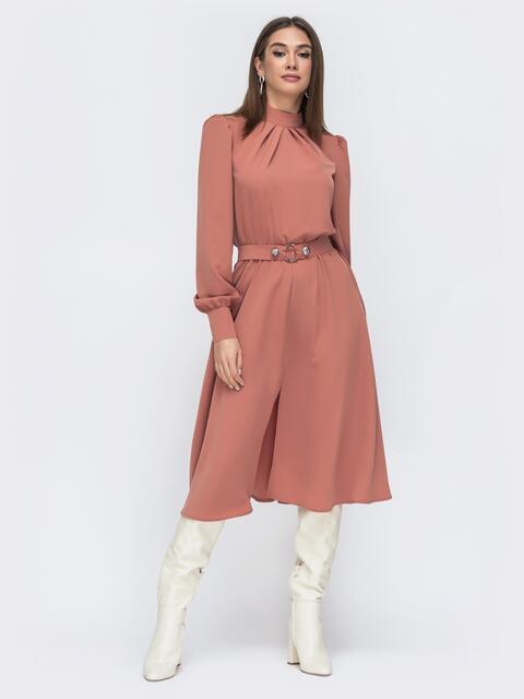 Терракотовое платье с воротником стойкой и разрезом спереди - 45085, фото 1 – интернет-магазин Dressa