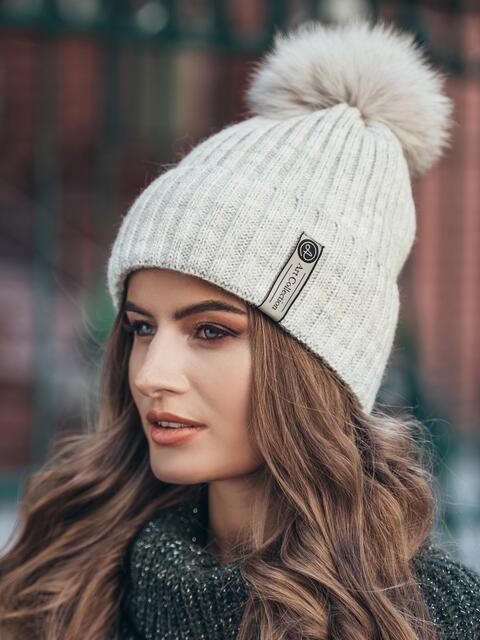 Бежевая шапка с помпоном  14920, фото 1