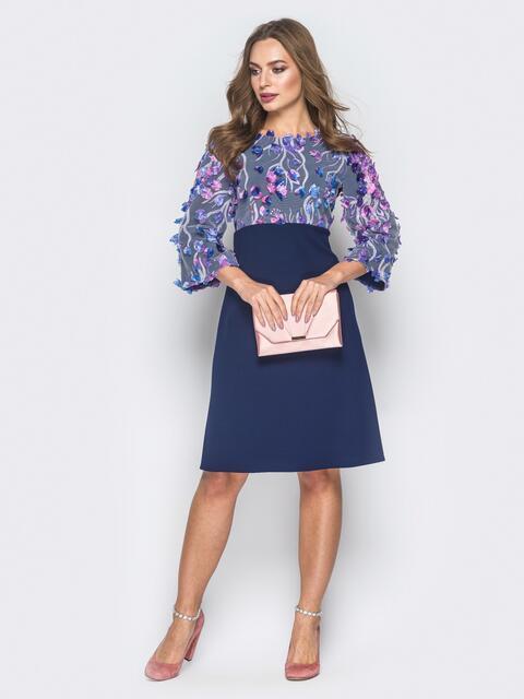 Платье с цветочной аппликацией на кокетке и рукавах темно-синее - 18636, фото 1 – интернет-магазин Dressa