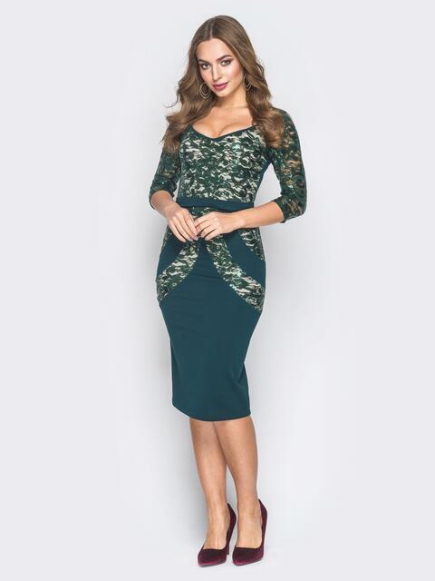 Зеленое платье со вставками из гипюра и пайеток - 18616, фото 1 – интернет-магазин Dressa