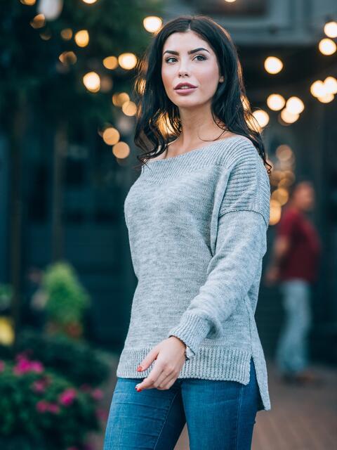 Джемпер с удлиненной спинкой и спущенным плечом светло-серый - 13109, фото 1 – интернет-магазин Dressa