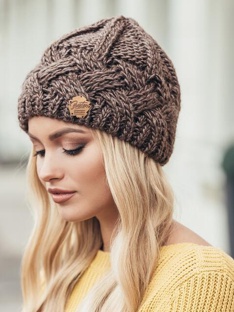 Светло-коричневая шапка крупной узорной вязки - 15443, фото 2 – интернет-магазин Dressa