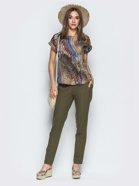 Брючный комплект цвета хаки с принтованной футболкой - 39352, фото 1 – интернет-магазин Dressa