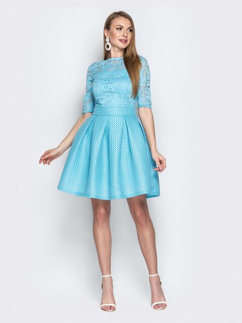 Бирюзовое платье с гипюром и бантовыми складками на юбке - 21346, фото 1 – интернет-магазин Dressa