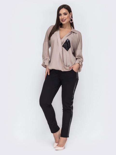 Брючный комплект батал с пайетками на блузке бежевый - 43763, фото 1 – интернет-магазин Dressa