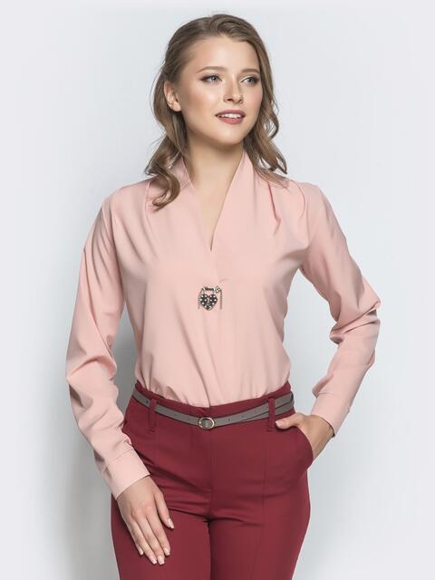Пудровая блузка прямого кроя с V-вырезом - 39740, фото 1 – интернет-магазин Dressa