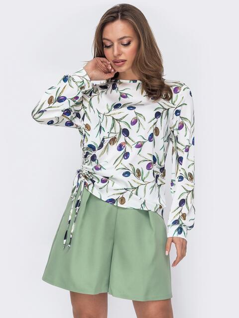 Шелковая блузка с принтом и кулиской сбоку белая 53632, фото 1