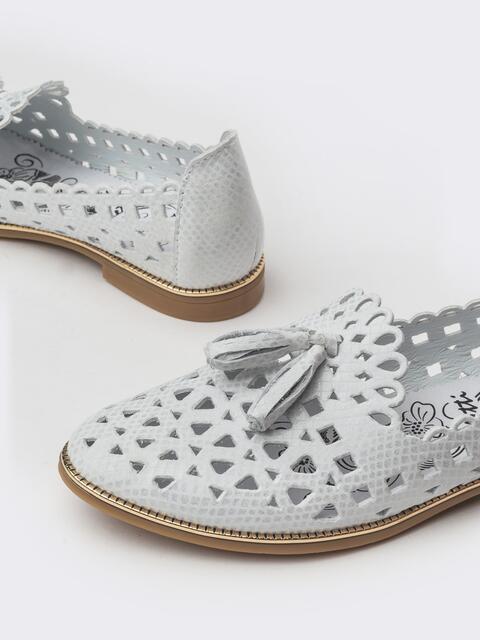 Белые балетки из тисненной кожи с кисточками - 39677, фото 1 – интернет-магазин Dressa