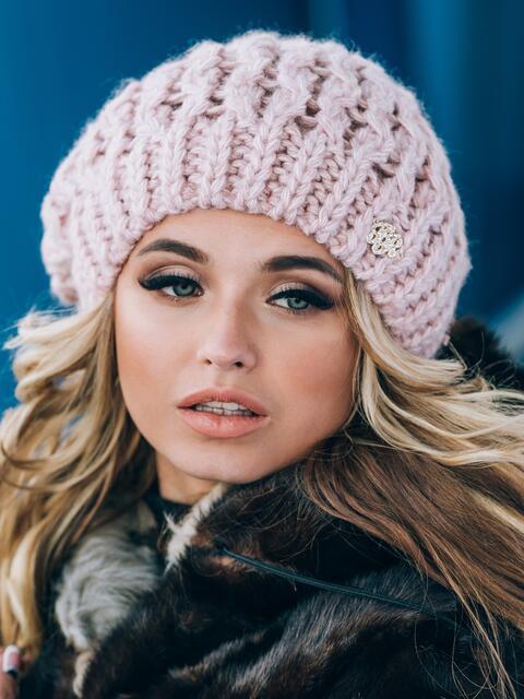 Розовая шапка-бини крупной вязки - 14804, фото 2 – интернет-магазин Dressa