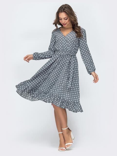 Серое платье в горошек с V-вырезом и воланом - 45876, фото 1 – интернет-магазин Dressa
