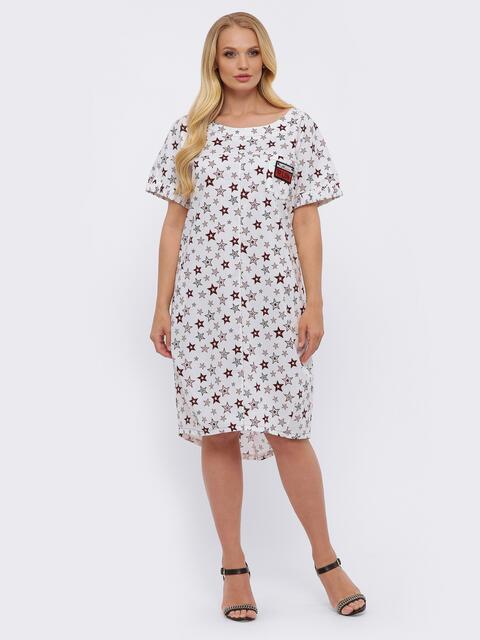 Белое с принтом платье батал с удлинённой спинкой и карманами - 49373, фото 1 – интернет-магазин Dressa