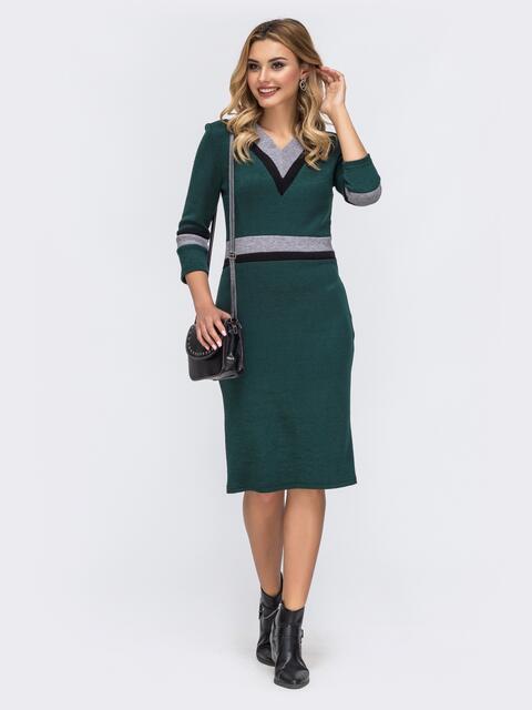 Зелёное платье приталенного кроя с контрастными вставками 42728, фото 1