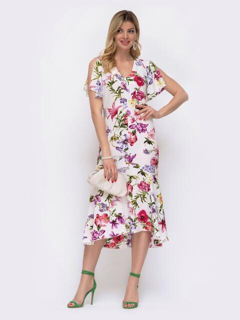 Приталенное платье с принтом и удлиненной спинкой белое 48061, фото 1