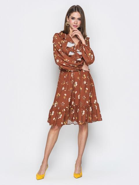 Коричневое платье из софта с принтом и воланами - 20102, фото 1 – интернет-магазин Dressa