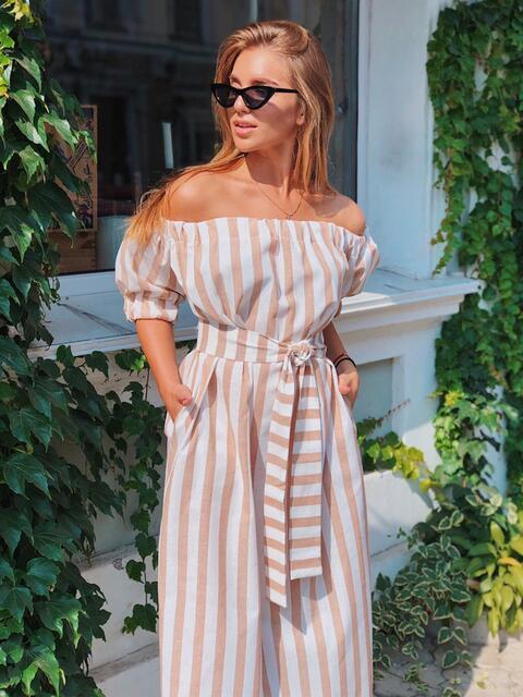 Платье в широкую полоску с открытыми плечами бежевое 48320, фото 1