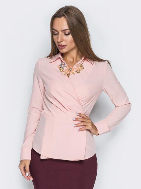 Блузка на запах с вшитым поясом пудровая - 13259, фото 2 – интернет-магазин Dressa