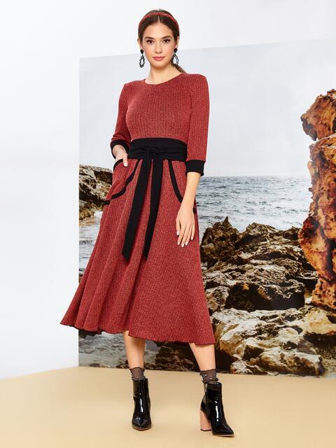 Приталенное платье красного цвета с контрастными вставками - 42085, фото 1 – интернет-магазин Dressa