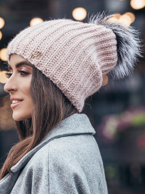 Розовая шапка «резинка» с бубоном - 15330, фото 2 – интернет-магазин Dressa