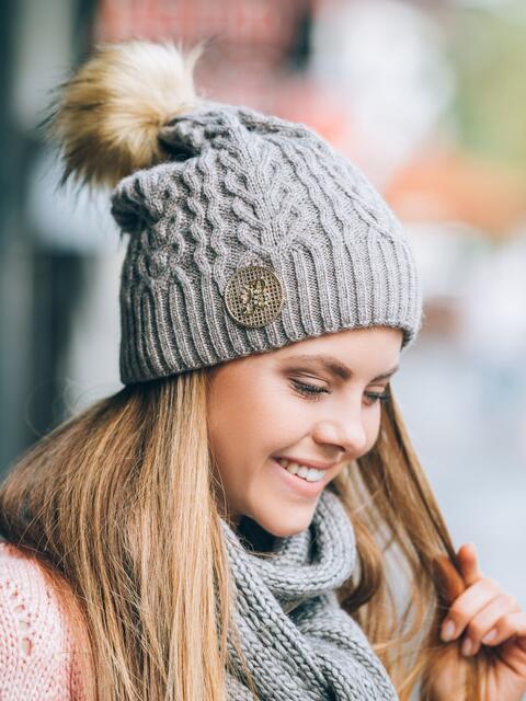 "Тёмно-бежевая шапка мелкой вязки с узором ""плетенка"" - 14778, фото 1 – интернет-магазин Dressa"