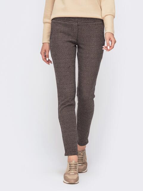 Укороченные брюки с принтом и резинкой по талии коричневые 41526, фото 1