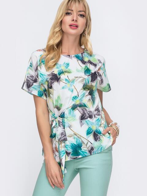 Блузка с цветочным принтом и вшитым поясом сбоку белая - 49113, фото 1 – интернет-магазин Dressa