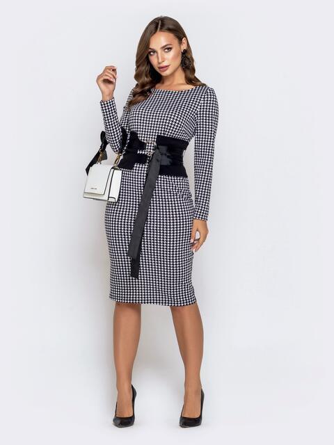 Обтягивающее платье чёрного цвета с принтом и контрастным поясом - 40821, фото 1 – интернет-магазин Dressa