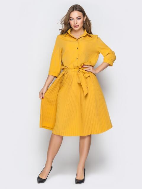 Горчичное платье-рубашка с юбкой-плиссе и поясом - 19598, фото 1 – интернет-магазин Dressa