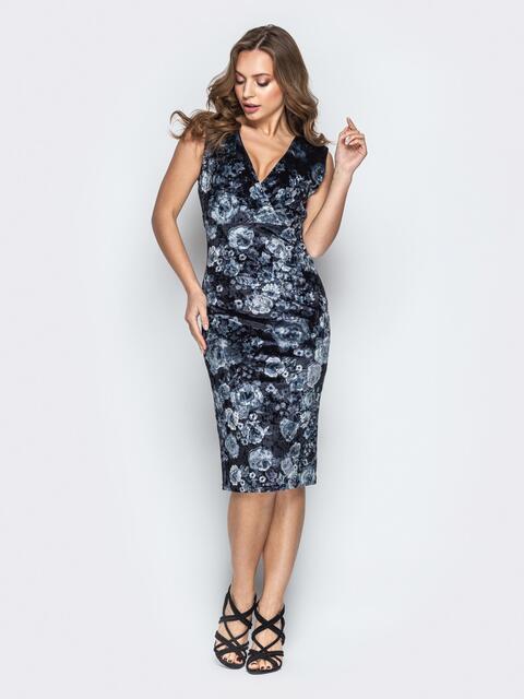 Серое принтованное платье-футляр с запахом - 20767, фото 1 – интернет-магазин Dressa
