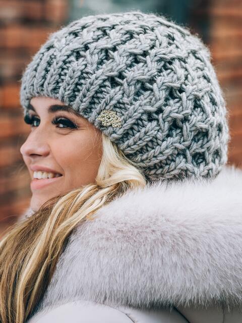 Тёмно-серая шапка-бини крупной вязки - 14802, фото 2 – интернет-магазин Dressa