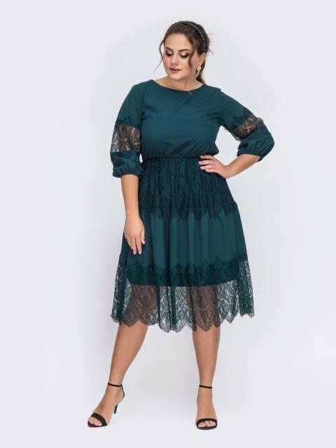 Зеленое платье батал с кружевом и резинкой по талии 43712, фото 1