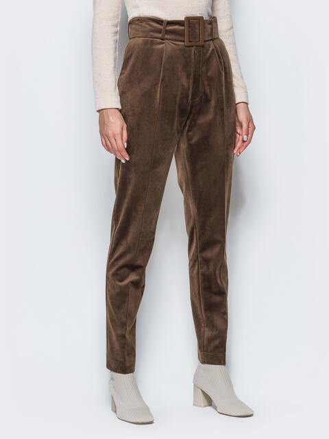 Зауженные велюровые брюки коричневого цвета - 17243, фото 1 – интернет-магазин Dressa