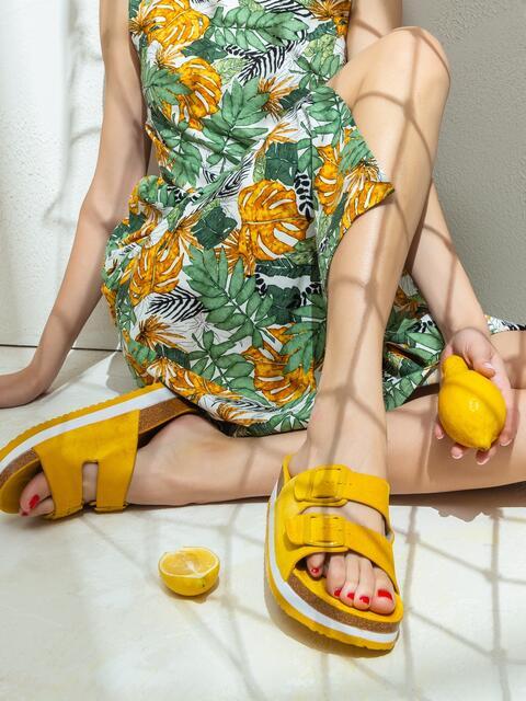 Желтые шлепанцы с пряжками 47532, фото 1
