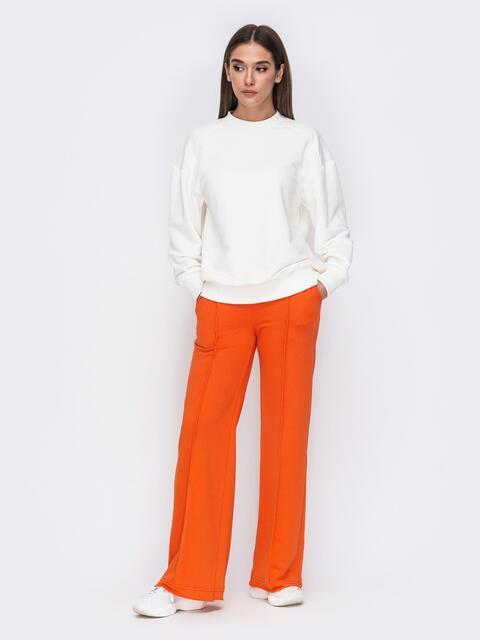 Костюм с белым свитшотом и оранжевыми брюками 53515, фото 1