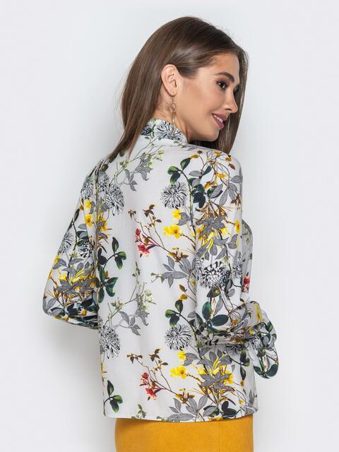 Принтованная блузка из софта с фигурным вырезом серая - 20819, фото 1 – интернет-магазин Dressa