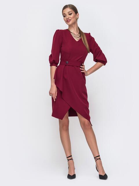 Приталенное платье бордового цвета с асимметричной юбкой 49459, фото 1