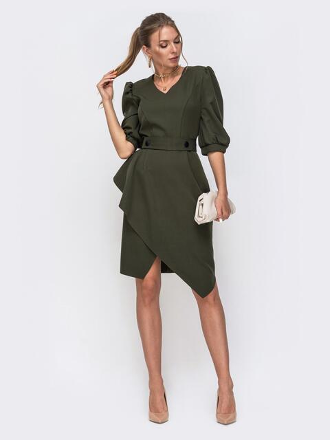Приталенное платье цвета хаки с асимметричной юбкой - 49458, фото 1 – интернет-магазин Dressa