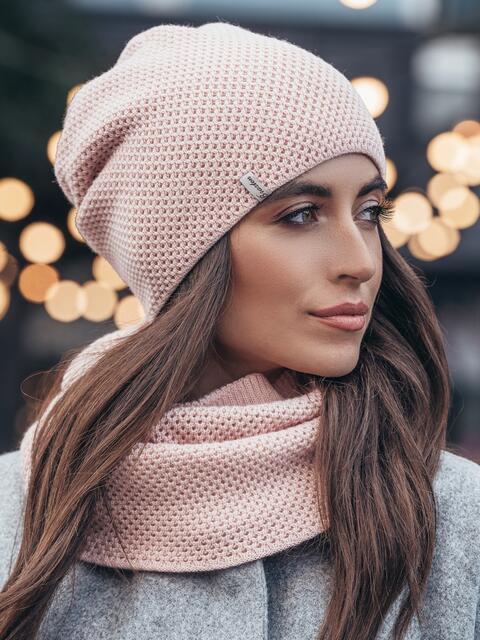 Розовые шапка и хомут рельефной вязки - 15533, фото 1 – интернет-магазин Dressa