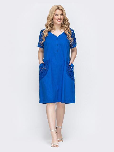 Синее платье большого размера со вставками из гипюра - 46411, фото 1 – интернет-магазин Dressa